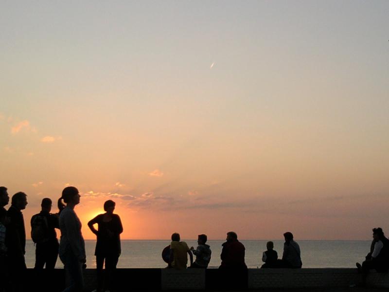Ferien Im Bild Urlauber vor Sonnenuntergang